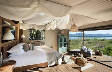 Luxury and comfort blends with wilderness at Mana Pools