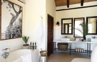 Londolozi Tree Camp suites are all equipped with huge en suite bathrooms