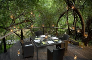 Enjoy fine dining on your private deck at Morukuru Owner's House