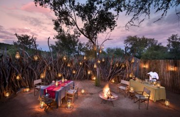 Morukuru Owner's House exclusive dining in the outside boma