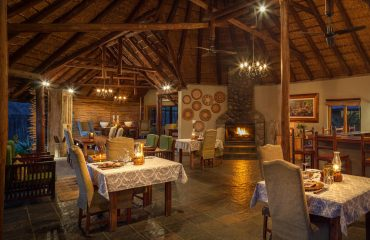 Jackalberry Lodge offers cosy and intimate interiors, especially ideal in the winter months.