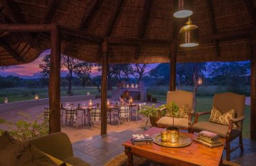 Outdoor dining at Jackalberry Lodge